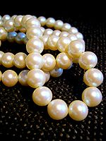 150px-white_pearl_necklace