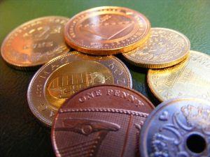 Λεφτά, νομίσματα, μονέδα, όβολα, παράδες, γρόσια, άσπρα, πεκούνια, τάλιρα, φράγκα, μπικικίνια, ψιλά, μαρούλια, χαρτί, μαλλί, μπαγιόκο
